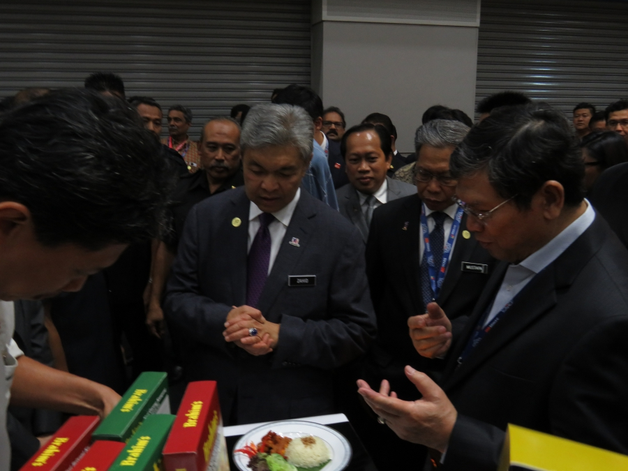 Deputy Prime Minister visits Brahim's booth