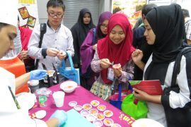 Visitors at Brahim's booth