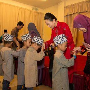 Brahim's Dewina celebrates Hari Raya with the kids