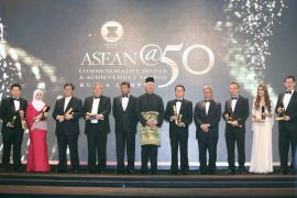 Dewina Holdings Sdn Bhd received SME EXCELLENCE AWARD – INNOVATION category @ Asean50