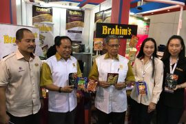 Minister and Deputy Minister MITI visited Brahim's booth