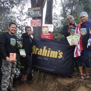 Finally, they made it to Gunung Nuang Summit