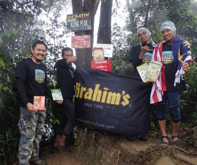 participants at gunung nuang summit