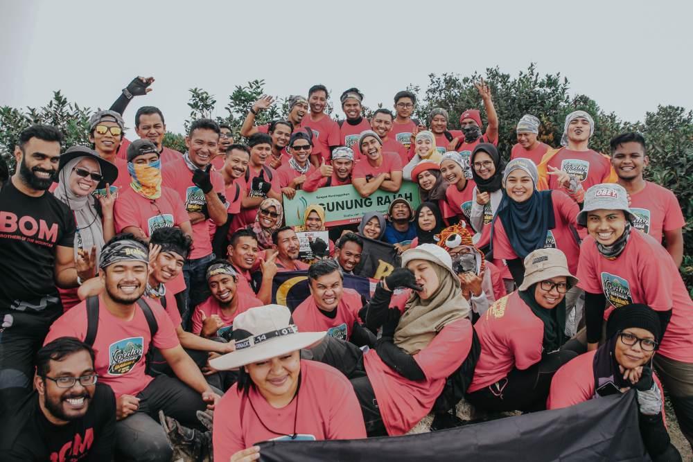Participants at the summit of Gunung Rajah.