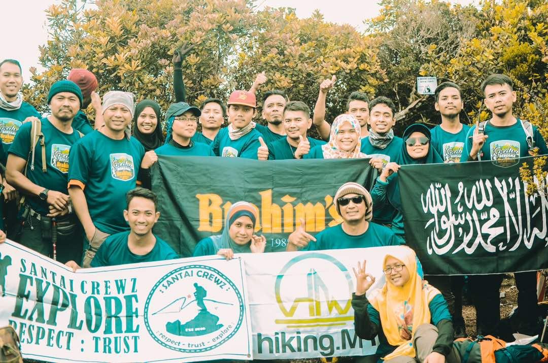 Participants at the summit of Gunung Korbu