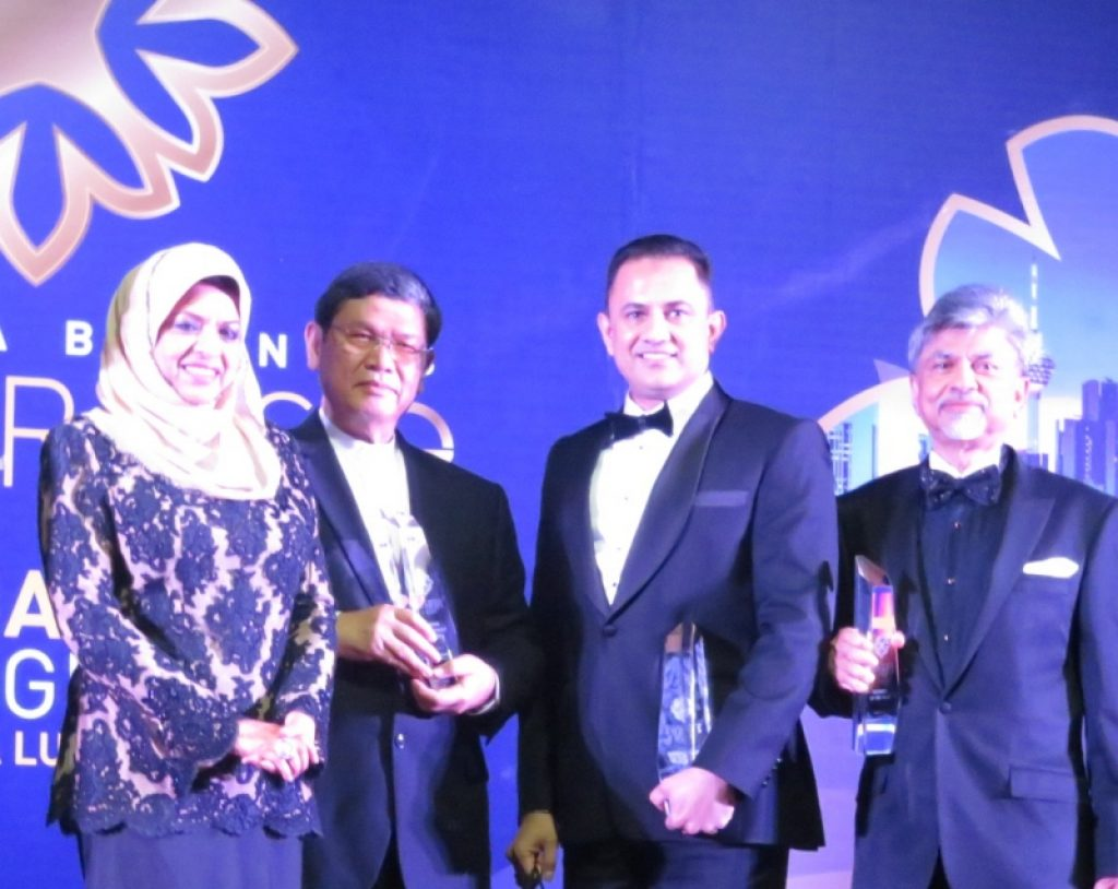 IMG_0885-edit website-msia business award-800 × 636