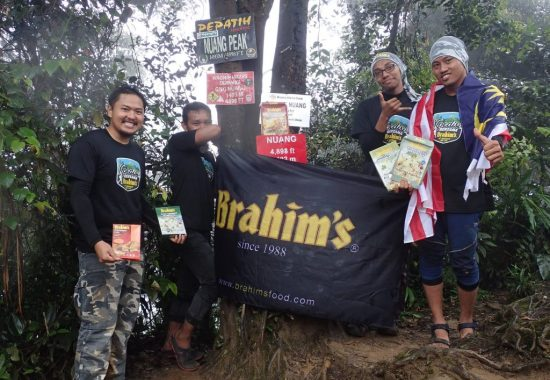 participants at gunung nuang summit