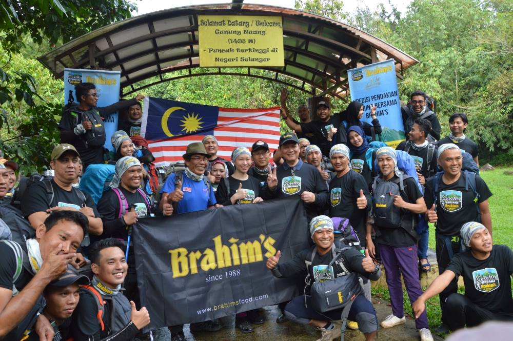 Expedition participants group photo with Dato' Seri Ibrahim Hj Ahmad