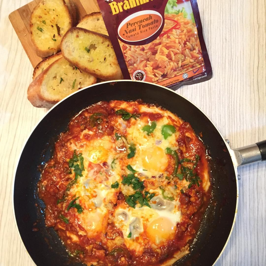 Shakshuka Breakfast by azillayusof