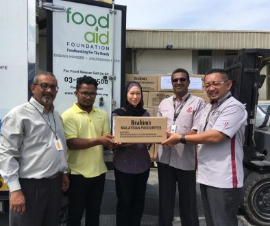 Brahim's Ready To Eat Food for Kampung Kuala Goh, Gua Musang Emergency Relief