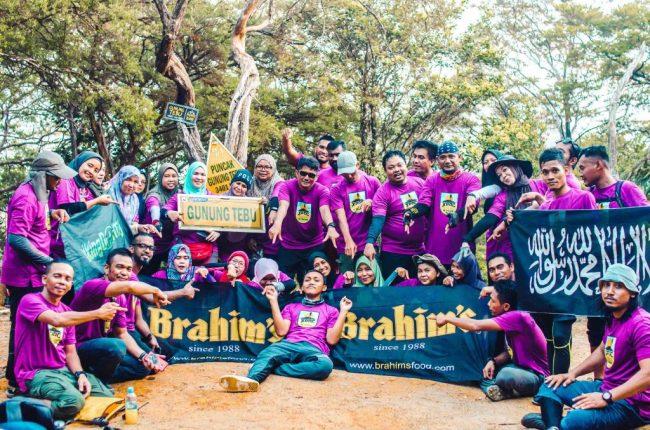 Participants at the peak of Gunung Tebu