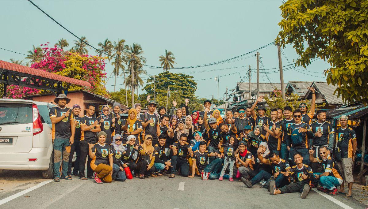 Group foto di Kuala Besut sebelum berlepas naik ferry ke Teluk Keke Pulau Perhentian.