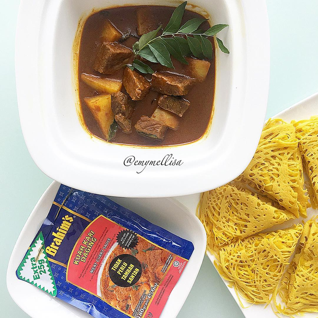 Kari Daging bersama Roti Jala